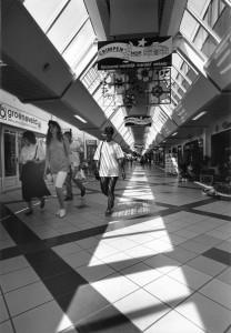 A4424 - Wandelen in winkelcentrum