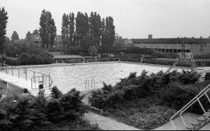 B4079 - Zwembad de Lansingh buitenbad