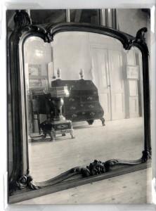 HKK2-A0090 - Antieke spiegel in Oudheidkamer
